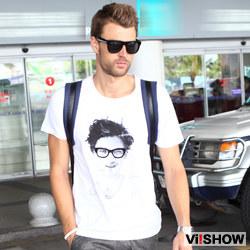 男们是怎么搭配白色t恤的