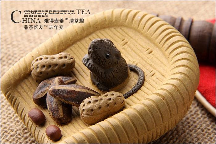 常见茶宠 如金蟾,貔貅,辟邪,小动物,人物等,寓意招财进宝,吉祥如意.