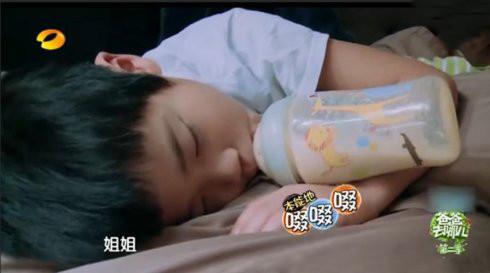 《爸爸去哪儿》超级萌娃可爱睡姿大盘点,总有一款萌到