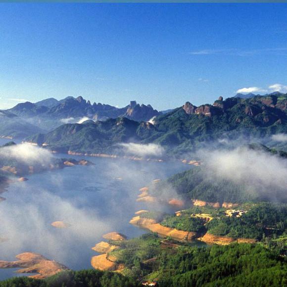 集合乘动车前往世界自然遗产,世界地质公园,国家aaaaa风景名 胜区