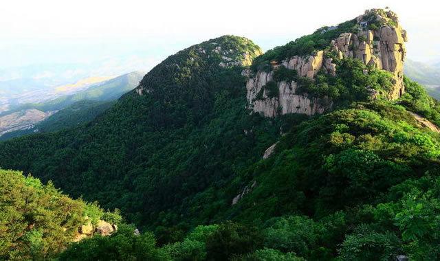 """沂山风景区位于潍坊临朐城南45公里处,属国家aaaaa级景区,古称""""海岳"""""""