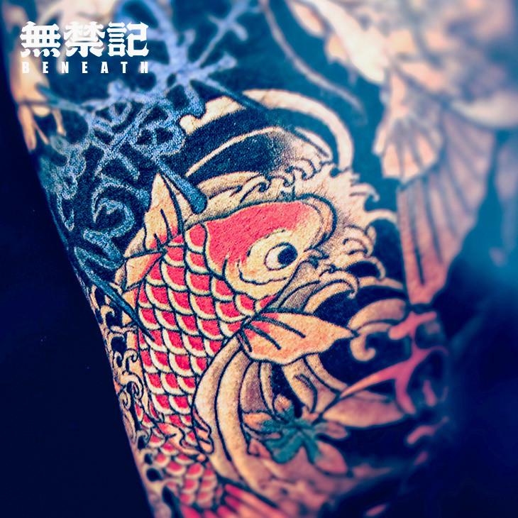 中国人相信纹身花纹中间隐藏刀工咒语,能化险为夷.