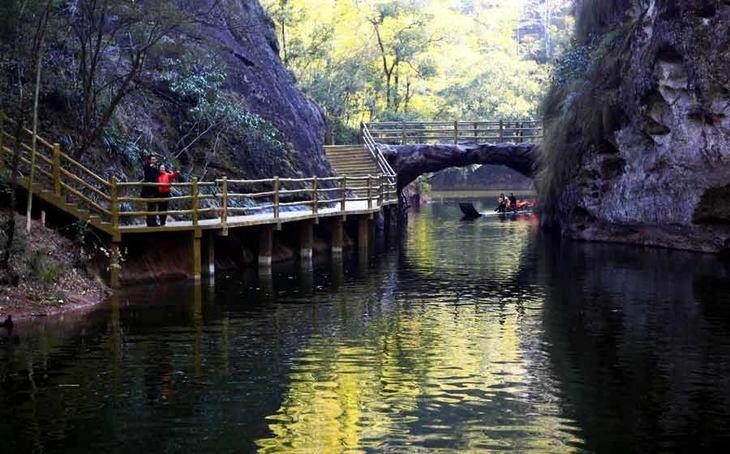 九龙潭风景区位于福建省泰宁县世界自然遗产,世界地质公园北部核心区