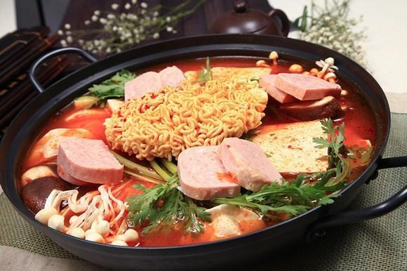 部队火锅 - 8色家韩国玉米烤肉(青岛店)