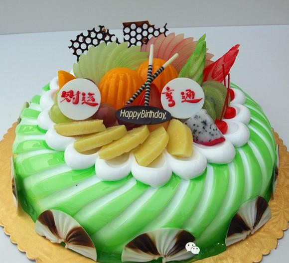 由于蛋糕是手工制作,每个糕点师对图片上花型的理解