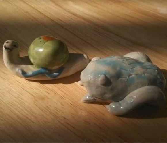 陶瓷动物蟾蜍与海豹1套(2件,可做桌面小装饰)