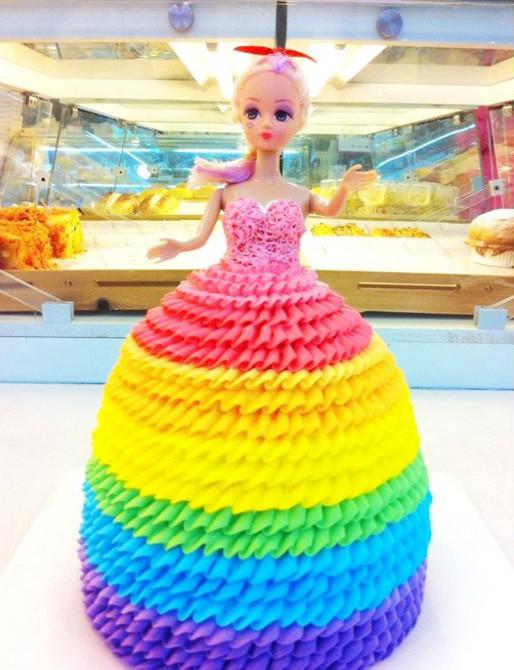 可爱芭比娃娃奶油蛋糕图片