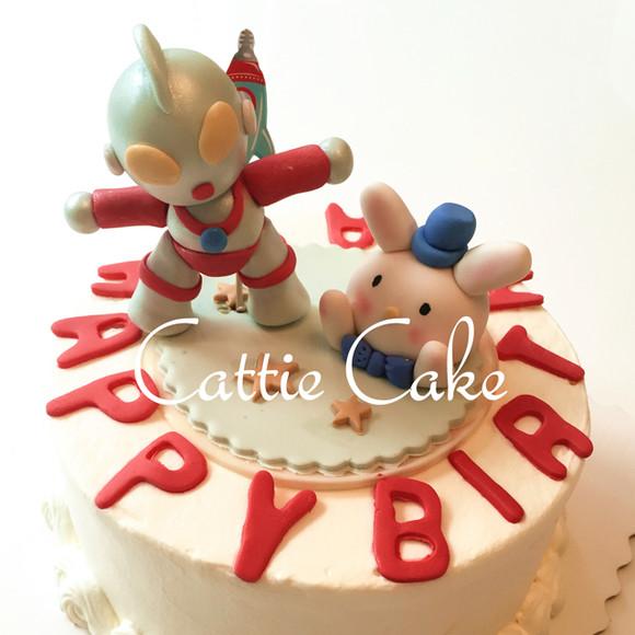 【翻糖杂物蛋糕】奥特曼与小白兔场景定制