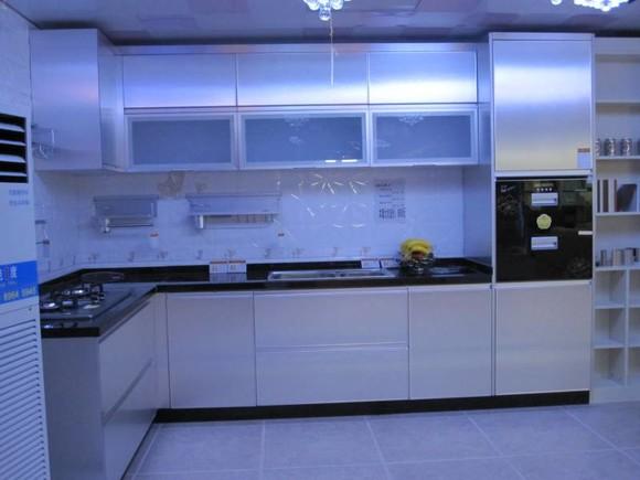 厨房大理石整体灶台+晶钢门