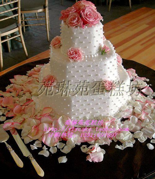 精品法国宫廷三层婚礼蛋糕