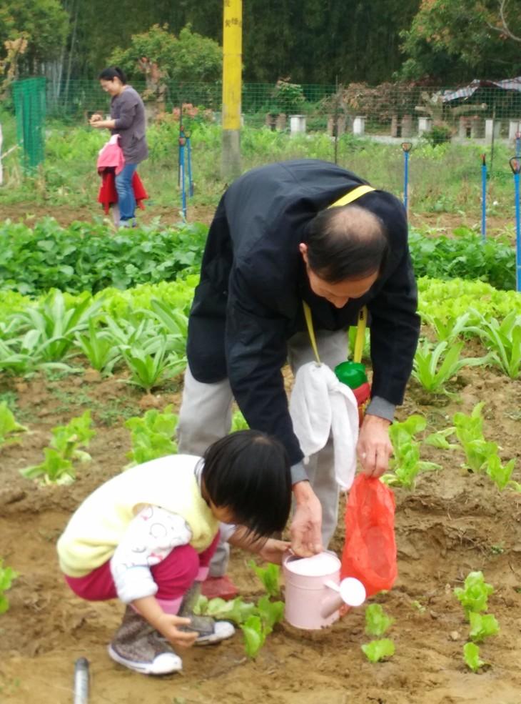 活动花絮 3月14日,可爱的小朋友和他们的父母来到了正果亲子农场教育