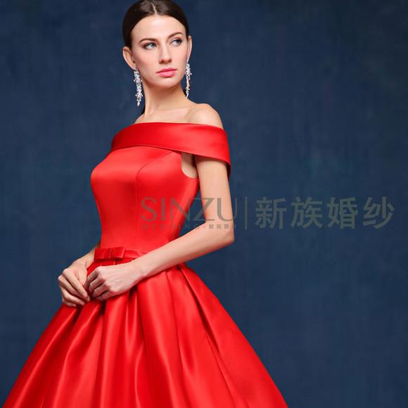 大红色一字肩拖尾婚纱礼服