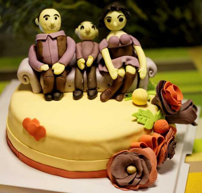 合家欢/结婚纪念 精美翻糖人物蛋糕 8寸图片