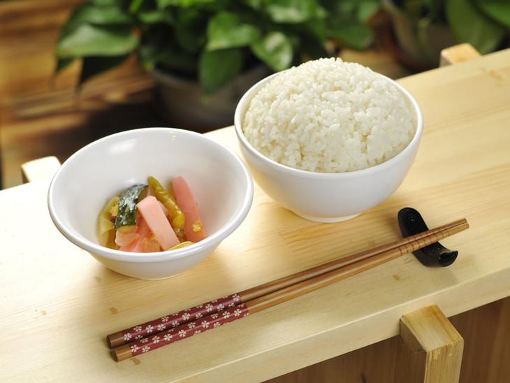 米饭 2元/碗