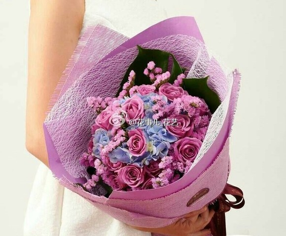 商品详情             母亲节,情人节,生日花束 花材:紫色玫瑰11支