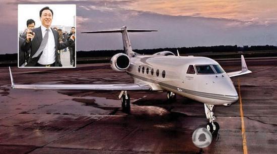 许家印私人飞机上接受采访