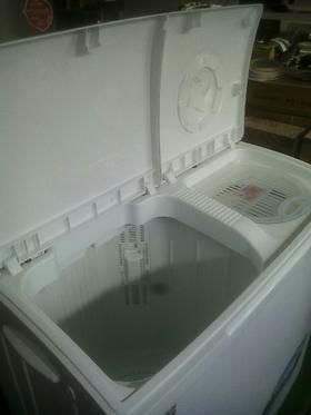 半自动洗衣机