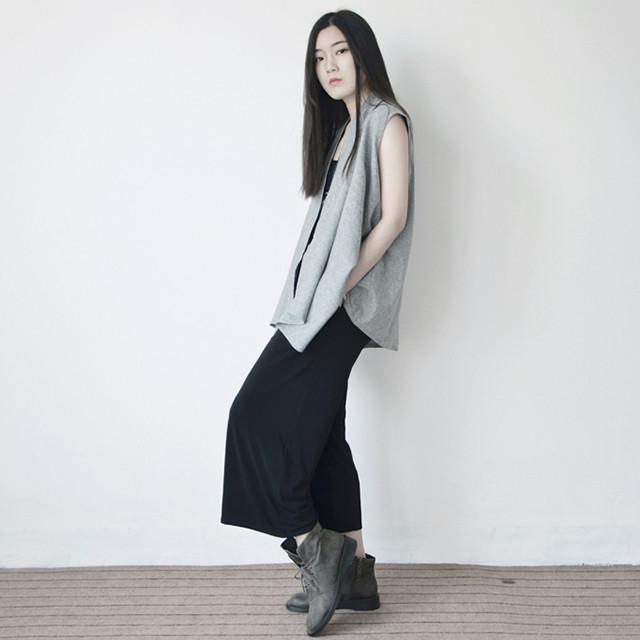 并不是专业服装设计师,但又如何呢.跨界的设计,自己当模特.