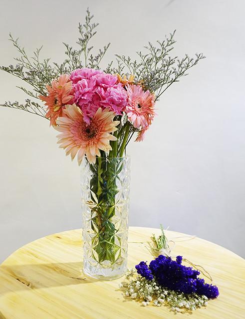 多乐园艺  心晴> 康乃馨非洲菊搭配花束
