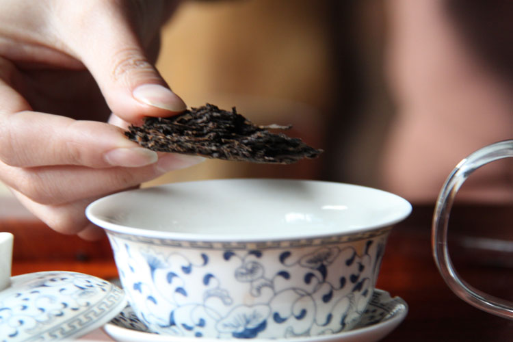 """""""复原宫廷贡茶古法发酵工艺,实现普洱贡茶再次复兴繁荣""""是茗众推出"""