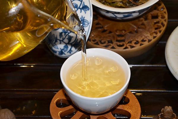 2011年冰岛上等纯料古树茶,汤质粘稠,内质丰富香气饱满.